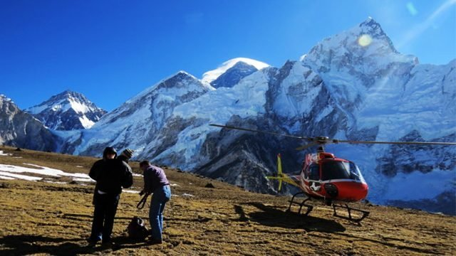 everest helicopter tour with landing at kalapathar